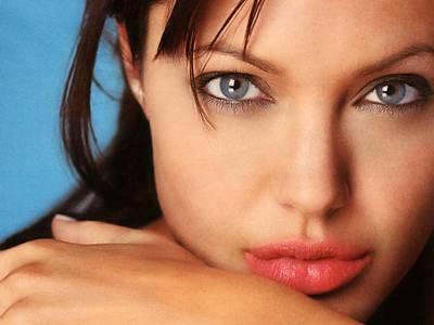 Foto do rosto de Angelina Jolie